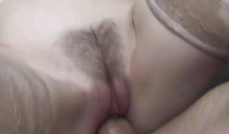 अधोवस्त्र के बिना लड़की पूल से सेक्सी मूवी वीडियो में सेक्सी चला जाता है