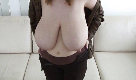 आदमी उसकी पीठ एचडी सेक्सी मूवी हिंदी में पर रखना, एक बड़ा आदमी स्तन के बीच उसकी जीभ में वृद्धि हुई,