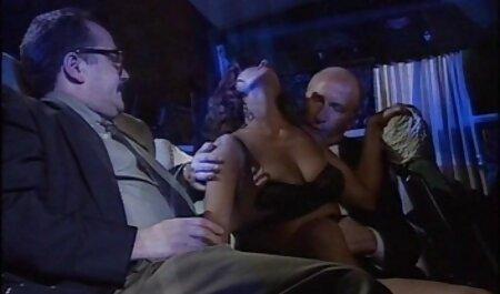 अंत में, उसके प्रेमी के सामने अपने पैर फैला सेक्सी वीडियो मूवी हिंदी में