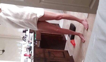 एक लड़की है, और मेज पर सेक्सी वीडियो मूवी हिंदी में एक गोरा है