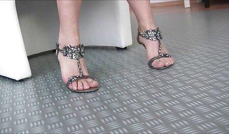 मरीना ऐसे पैरों के साथ दो सेक्सी हिंदी मूवी में महिलाओं के साथ खुश है