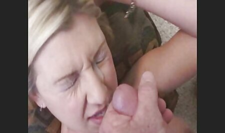 शौचालय में सेक्सी फिल्म फुल एचडी में छेद से किशोर